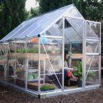 Szklarnie ogrodowe – czy tylko wybudowanie małej wchodzi w grę?